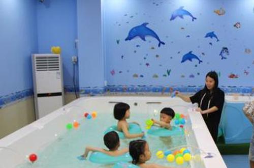 吾爱婴儿游泳馆加盟
