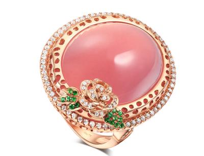 爱丽丝珠宝加盟 香港爱丽丝(Alice)珠宝依托深圳爱丽丝珠宝股份有限公司强大的销售渠道和网络平台,品牌加盟连锁在中