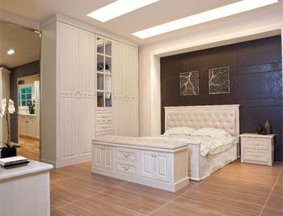 箭牌衣柜加盟 加州阳光床、床头柜、床尾凳