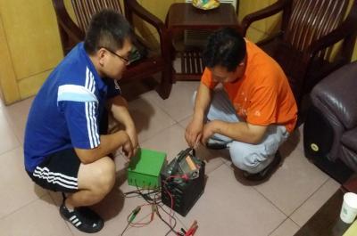 迷你影像馆加盟 8月23日河南商丘赵先生现场学习移动电源的使用1