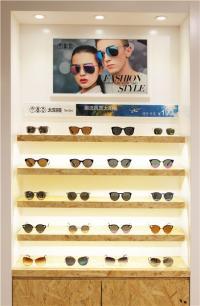 视尚眼艺加盟 太阳镜标准陈列照片