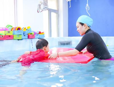 月儿湾母婴游泳早教加盟 月儿湾亲子游泳早教加盟