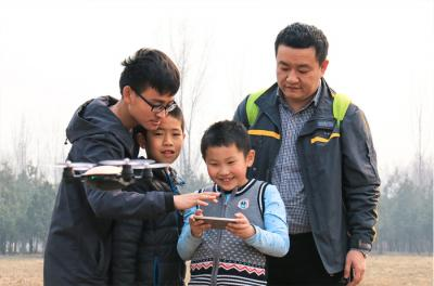 飞马无人机俱乐部加盟 俱乐部体验的孩子们