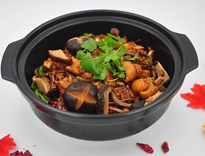 巴国鸡煲香辣虾加盟 双菇香辣鸡煲