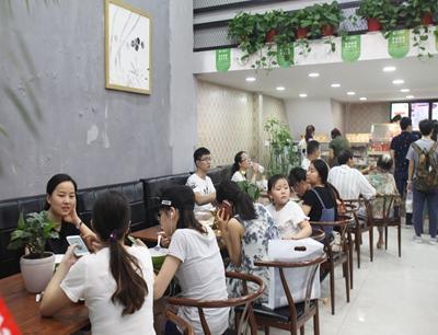 邻村二妮菜煎饼加盟 店面图