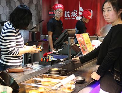 摇滚三国麻辣e站加盟 摇滚三国店面实景图