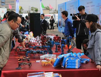 乐卡机器人加盟 产品图