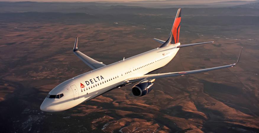 达美航空公司(Delta Air Lines, Inc.)是一家总部位于美国乔治亚州亚特兰大的航空公司。达美航空(通常简称达美航空,常被译为「三角洲航空」或「德尔塔航空」)。达美航空是天合联盟(SkyTeam)的创始成员航空公司之一。达美航空成立于1928年(as Delta Air Service)。2008年,达美航空与西北航空合并,组建成为达美航空,并将公司总部设在了亚特兰大与明尼苏达。美国达美航空公司是美国第三大航空公司,总部位于亚特兰大,拥有近700架飞机,全球员工人数超过75,000人。作