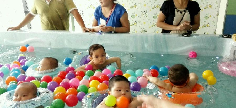 小鸭当家婴儿游泳馆