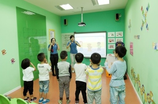 幼儿园家庭教育讲座_关建国幼儿园开展家庭教