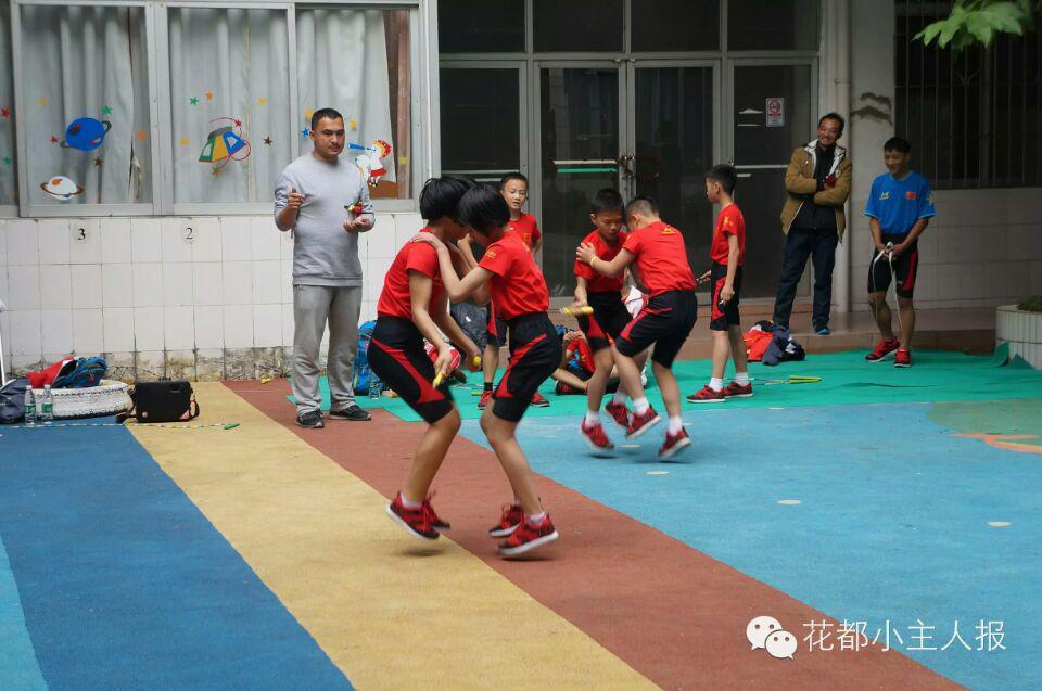 世界冠军七星花都跳绳队与《小主人报》小学小教小学v世界私图片