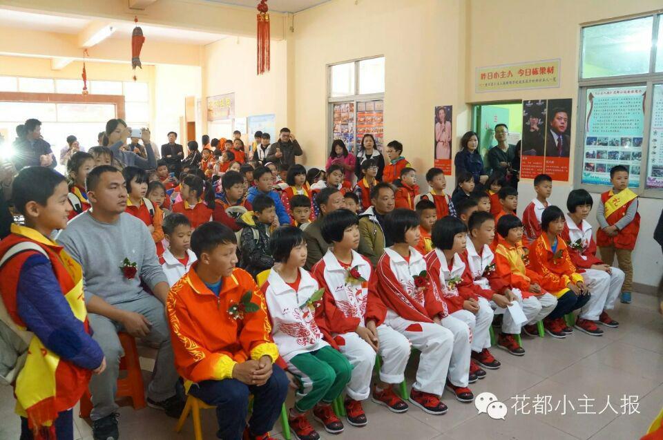 花都世界七星主人跳绳队与《小小学报》冠军小武汉小学桥头图片
