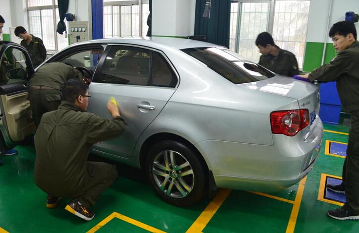 创意装修加上营销技巧让汽车美容加盟店吸引更多客源