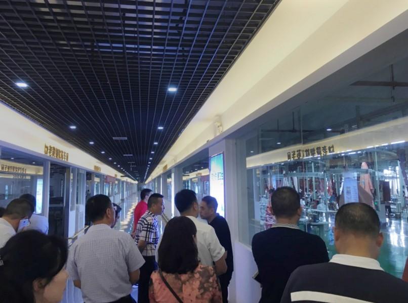 热烈欢迎深圳市领导莅临老裁缝工厂总部考察