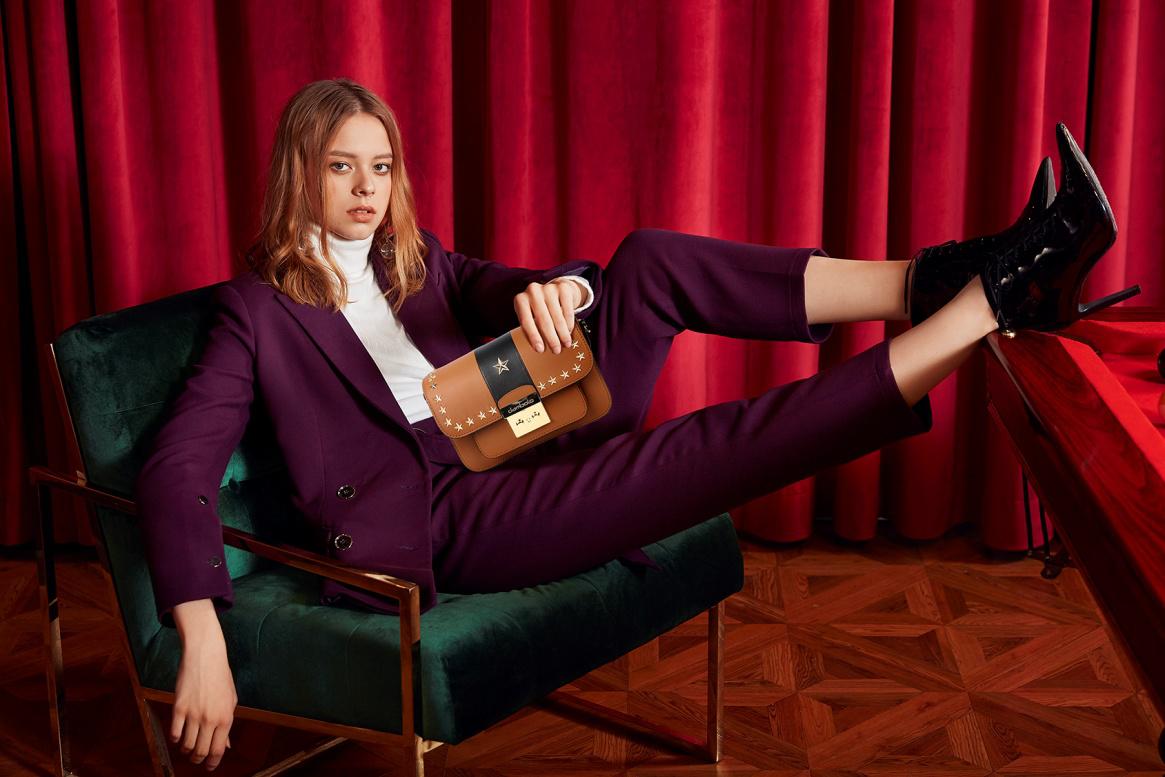 10月黄金期绽放全国,丹比奴女鞋引领时尚风向标