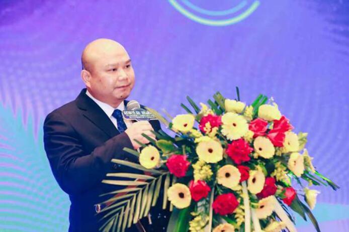 """华宁装饰集团董事长刘霖表示""""家装市场服务更需提高"""